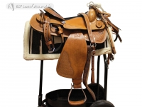 Complete Saddle